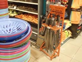 Macheten im Supermarkt
