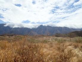 Die Wolken schlappen über die Cordillera negra.
