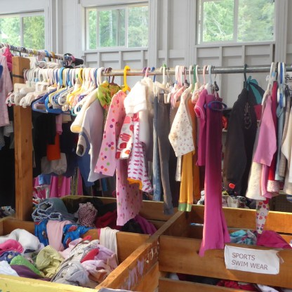 Kanada-HornbyIsland-Freestore-Kinderkleidung