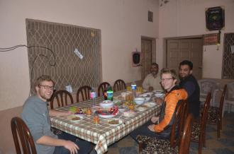 Bei Azads Familie