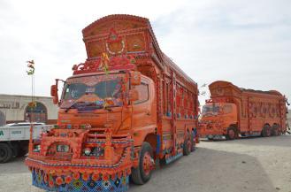 Pakistanische LKW immer wieder schön anzuschauen