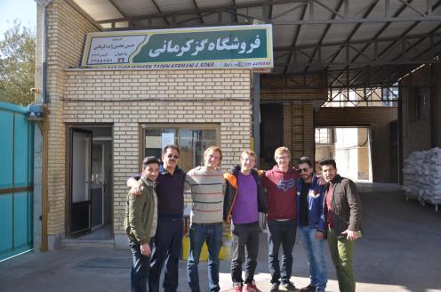 Besuch in der Gaz Fabrik, v.l.n.r: Arsalan, Herr Kermani, wir, Hasan und Majid