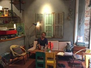 Viele nette Cafes laden zum Erholen von der Hitze ein.