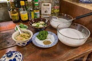 3. Alle Zutaten und die Kokosmilch nah beim Kochfeld zurechtlegen