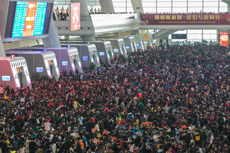 SH-Station-Crowd