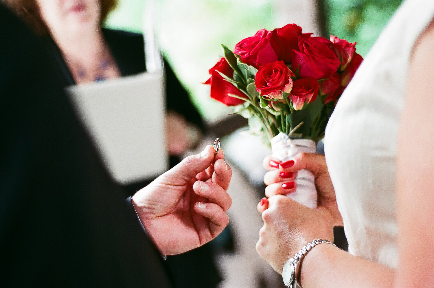 elopement wedding day ring photo by wendy g photography