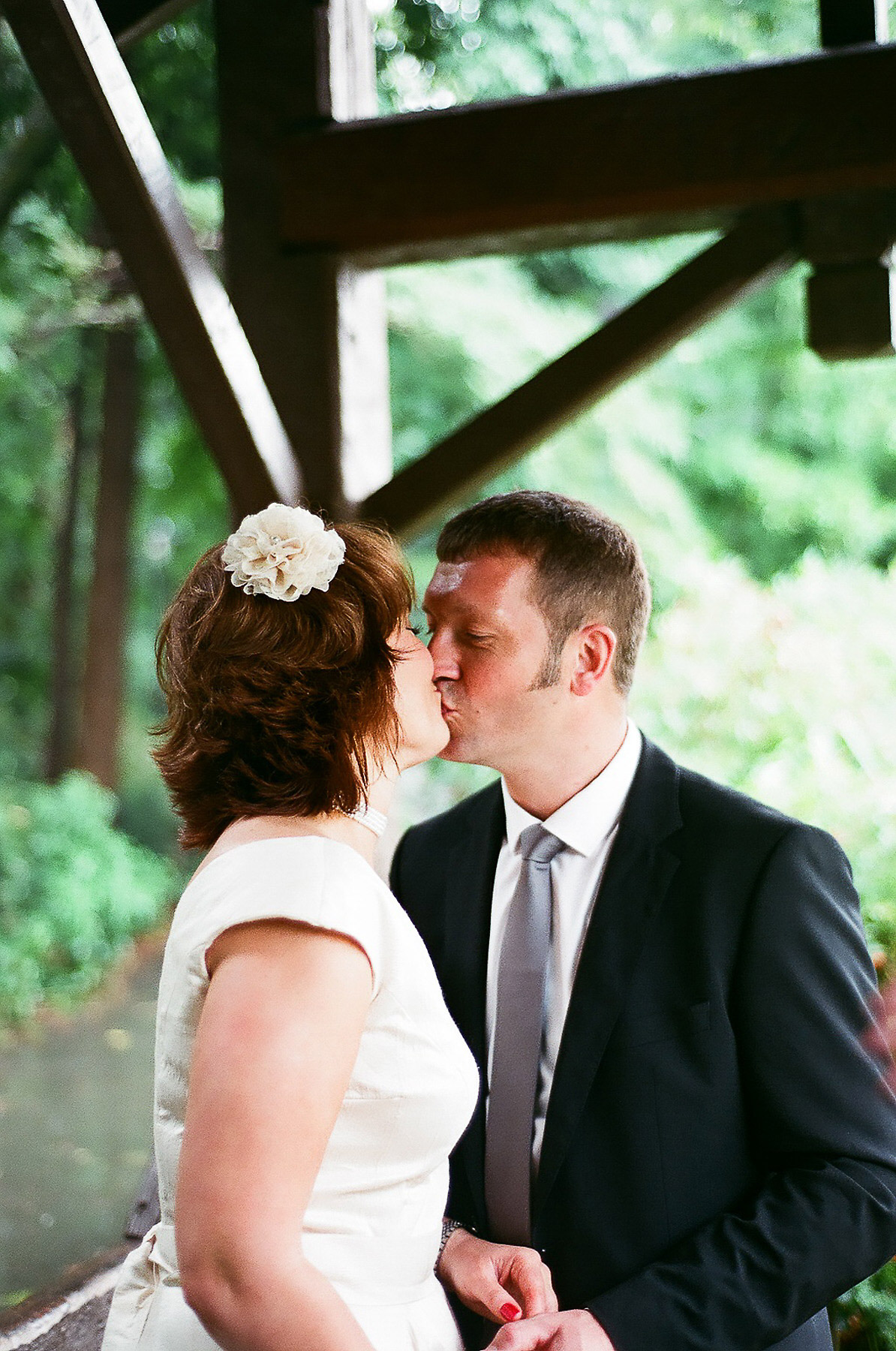 elopement wedding day photo of couple kissing by wendy g photography