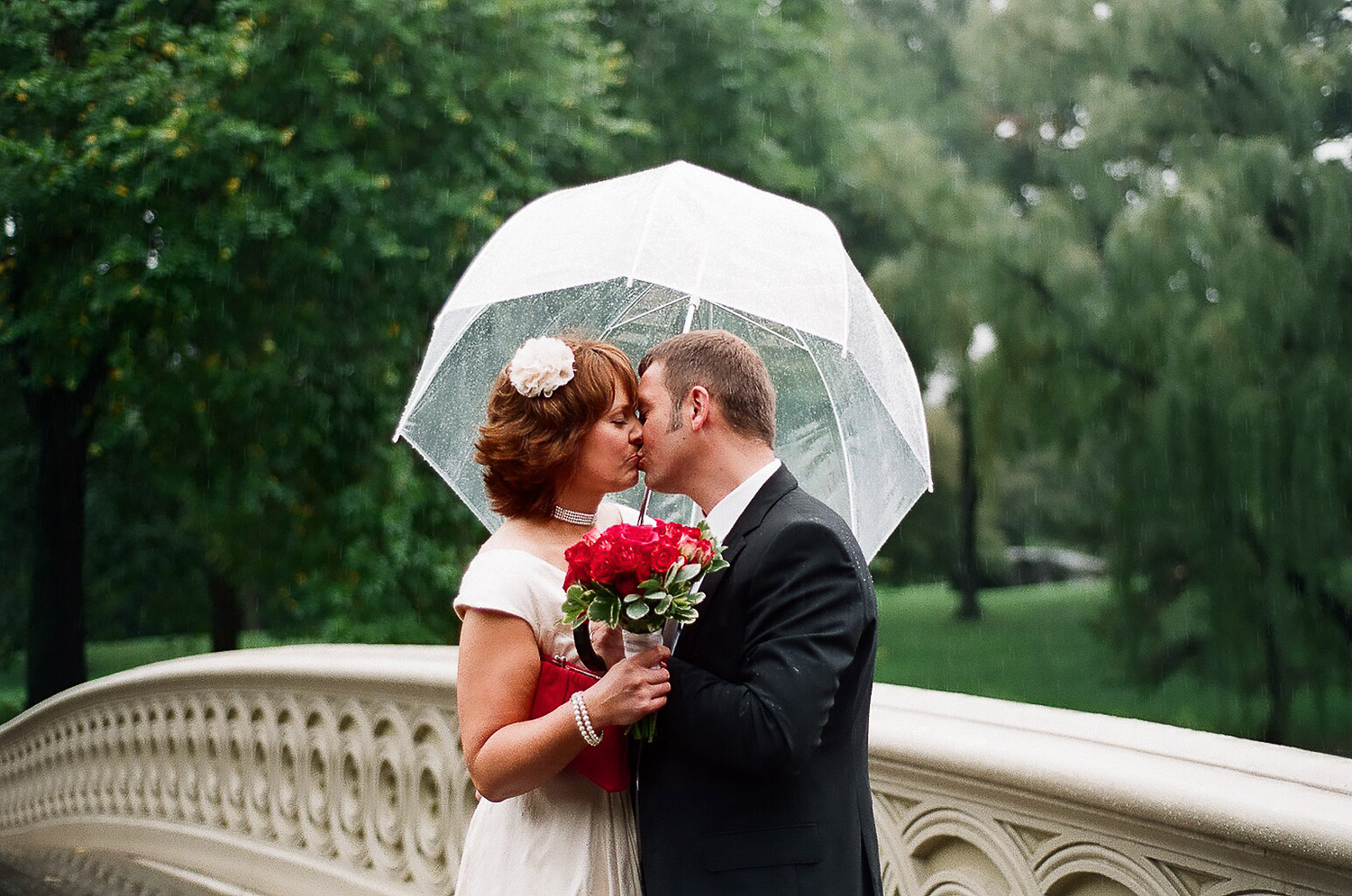rainy day elopement wedding day photo by wendy g photography