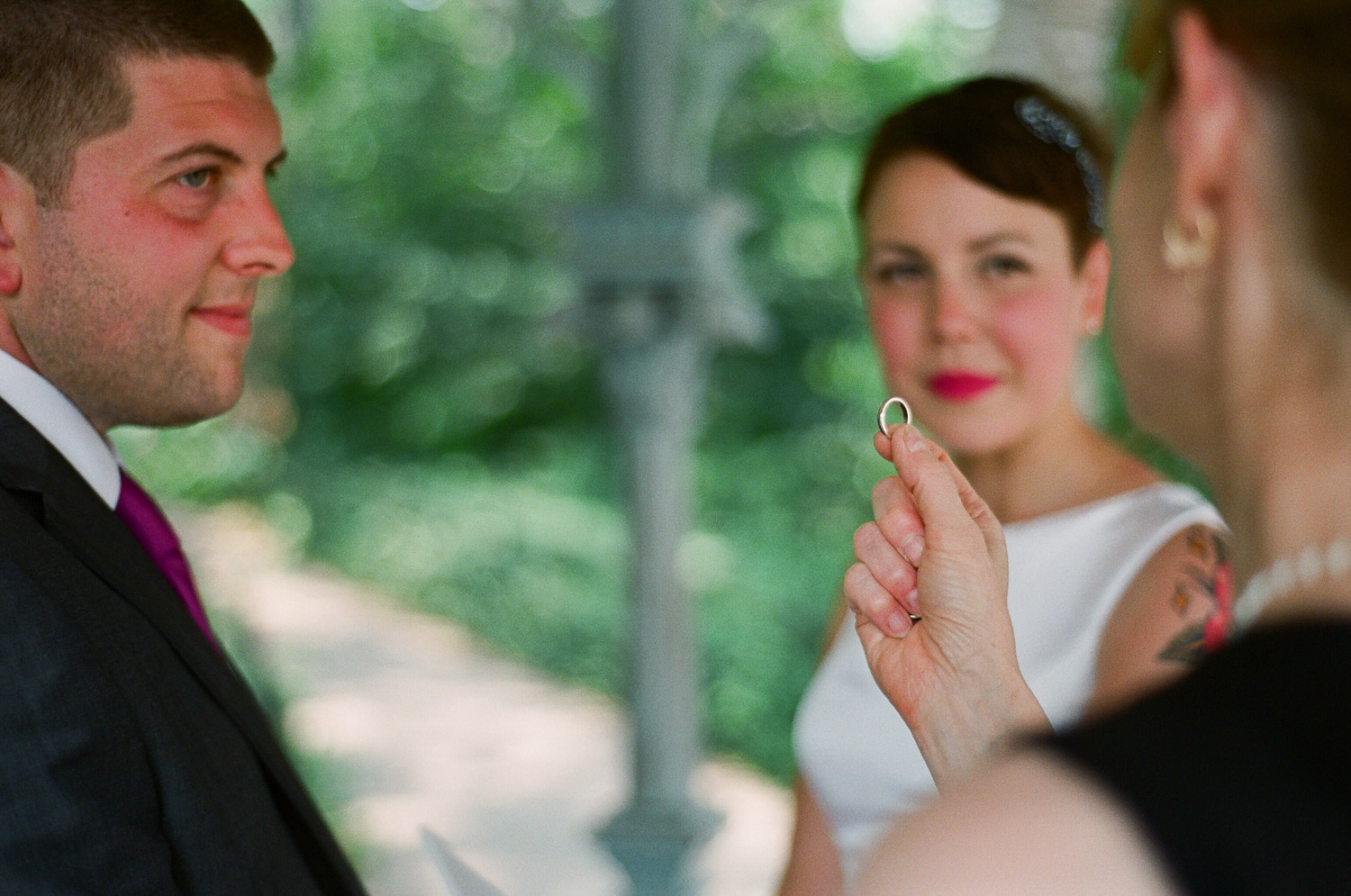 nyc central park mini wedding ring exchange photo by wendy g photography