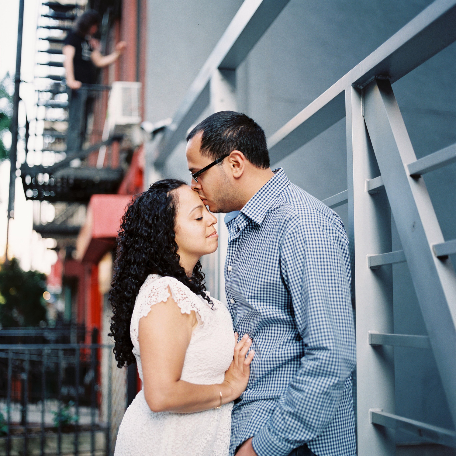 engagement portrait of couple hugging in east village by wendy g photography