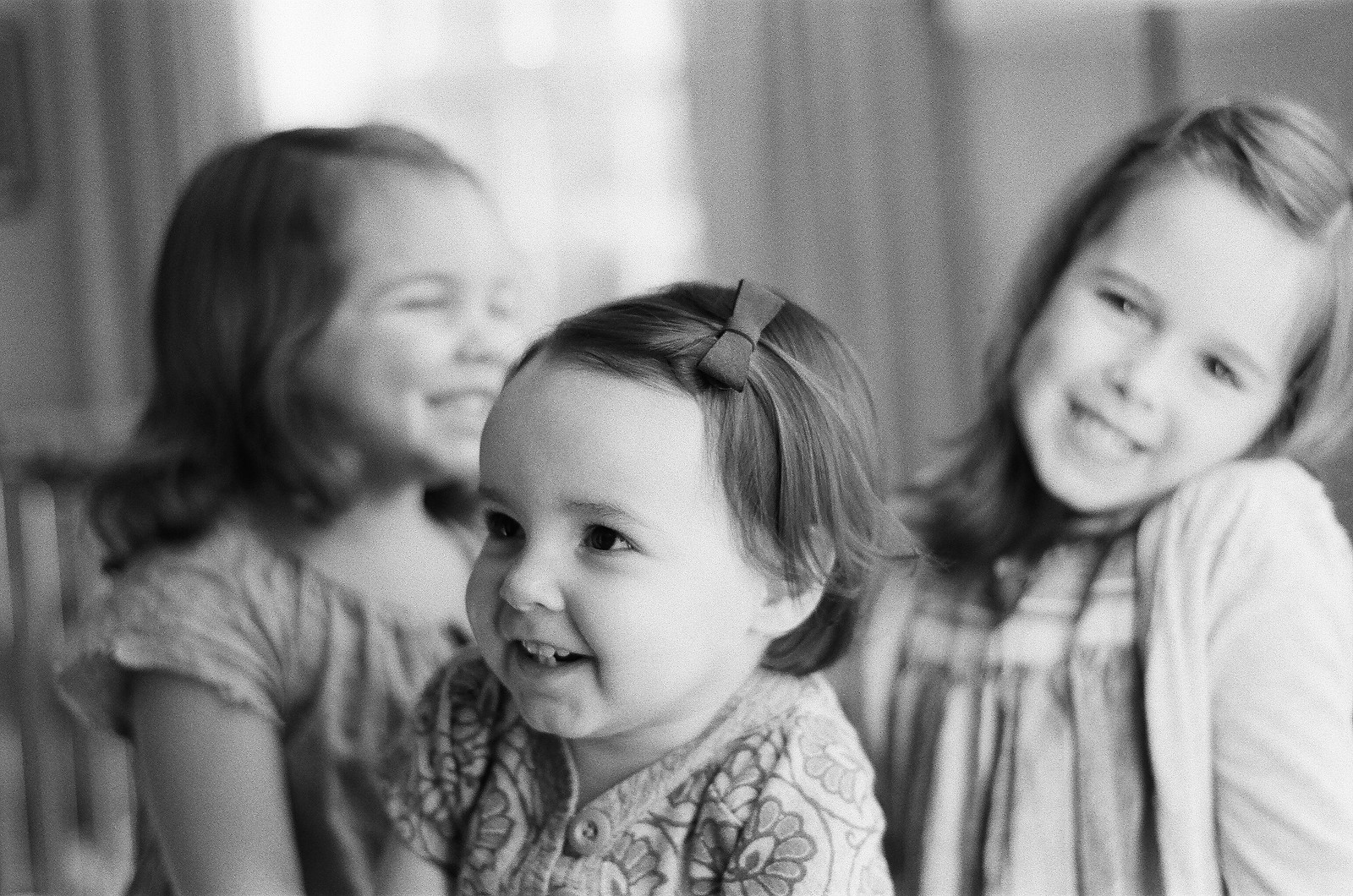 black and white portraits of siblings by wendy g photography