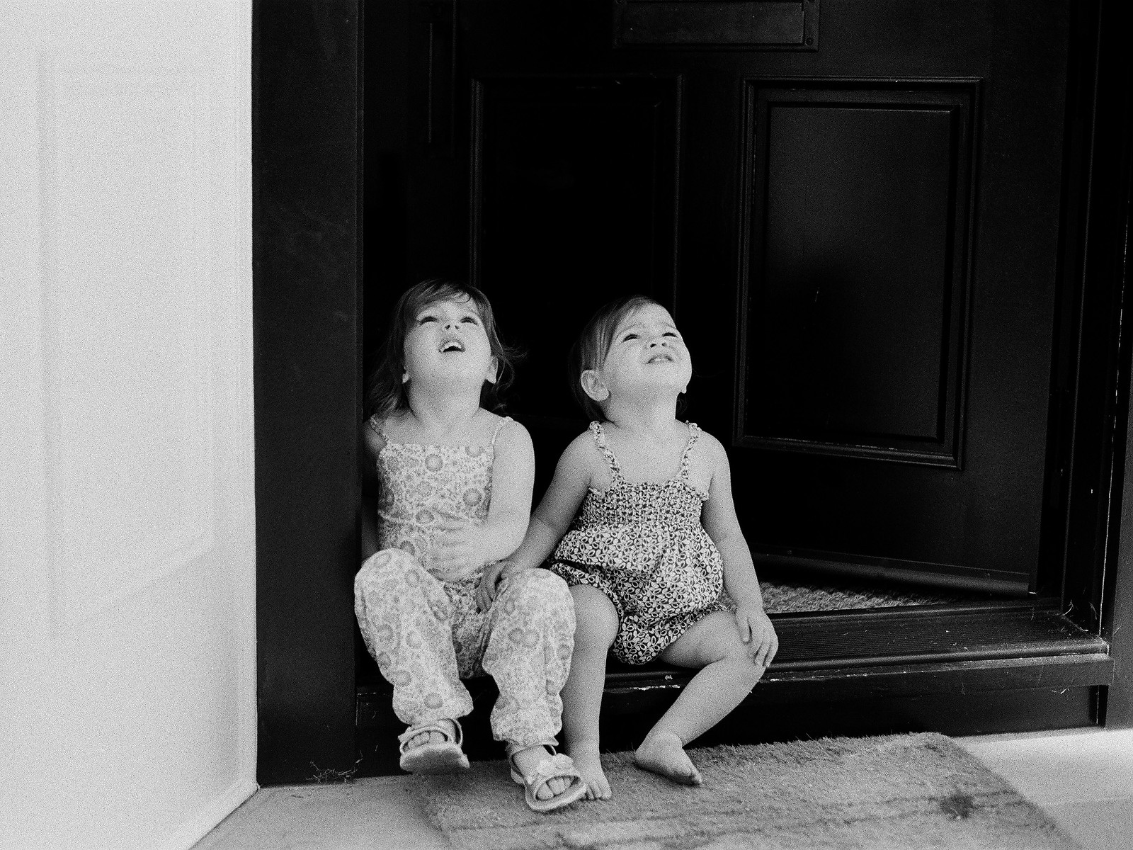 photos of sisters at home by wendy g photography