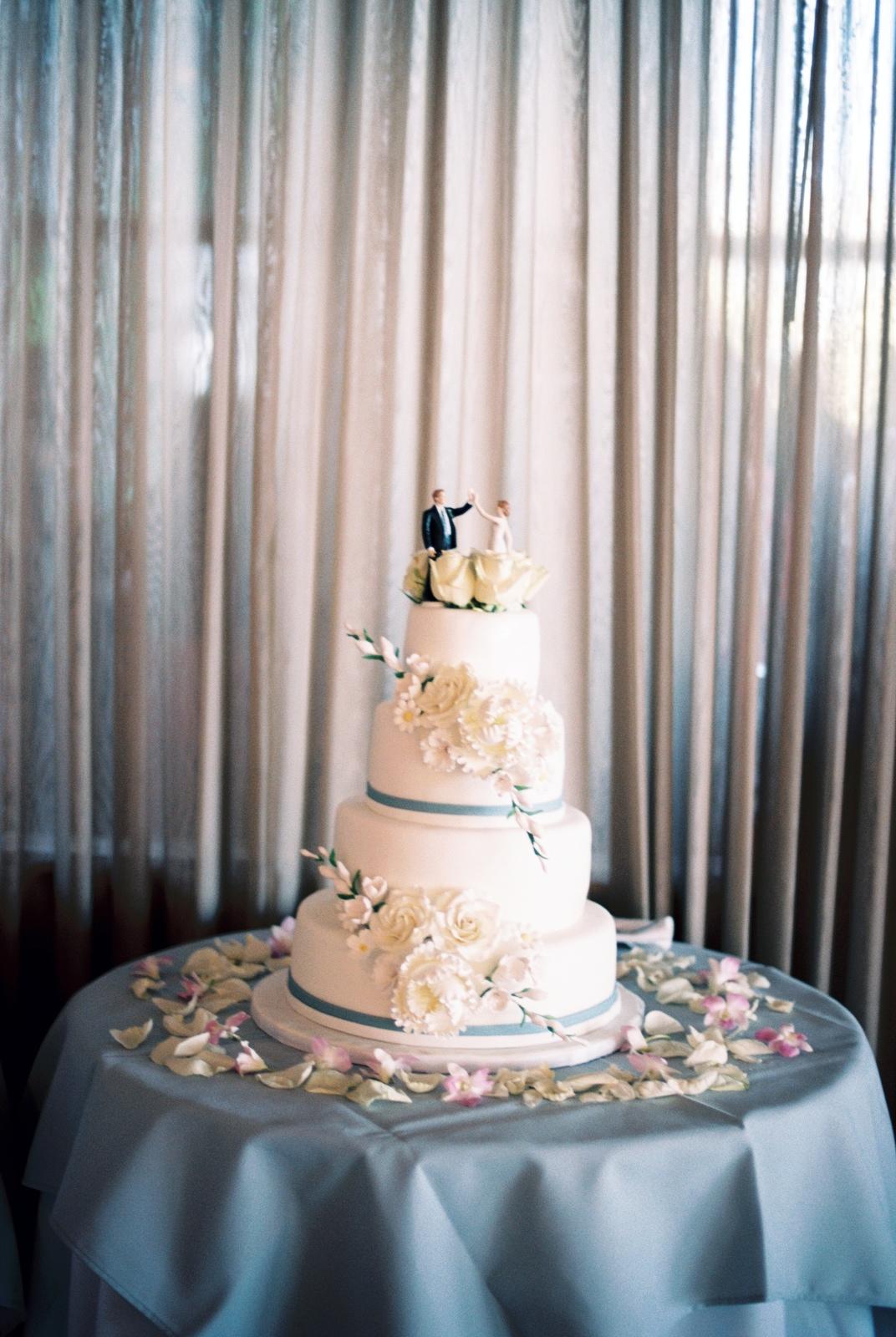 mamaroneck wedding cake shot by wendy g photography