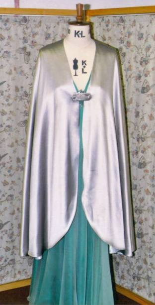 Tessa wore a classically styled silver silk cloak which concealed the embroidery on her dress, for maximum effect later