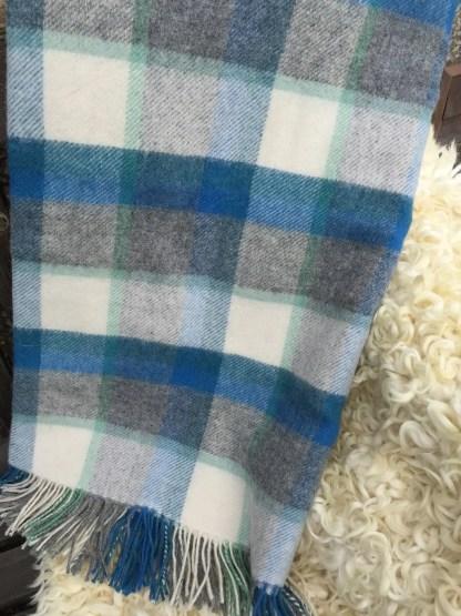 travel rug blue , grey, natural check