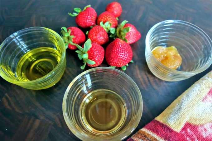 Learn How to Make Strawberry Balsamic Vinaigrette Salad Dressing