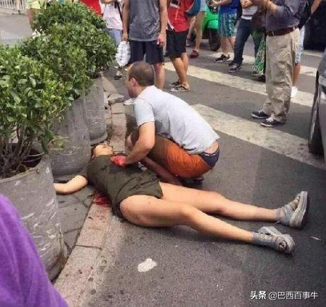 中国夫妇在加拿大一Costco遭持枪抢劫!女子被捅数刀,血流满地