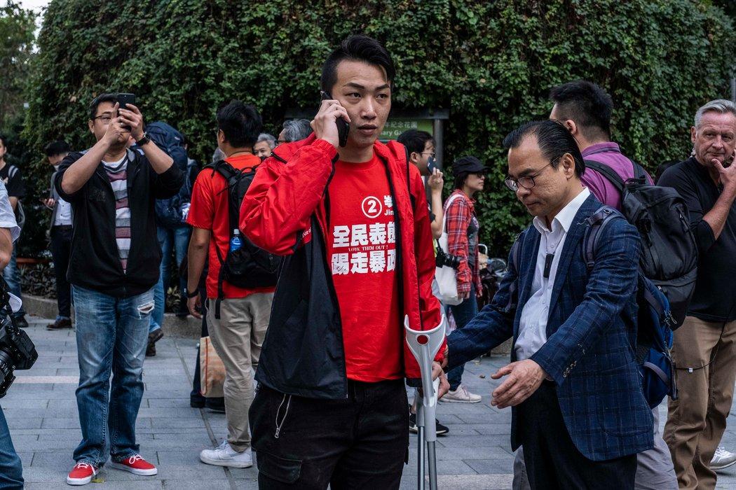 周一,民間人權陣線領召集人岑子傑在香港理工大學外。