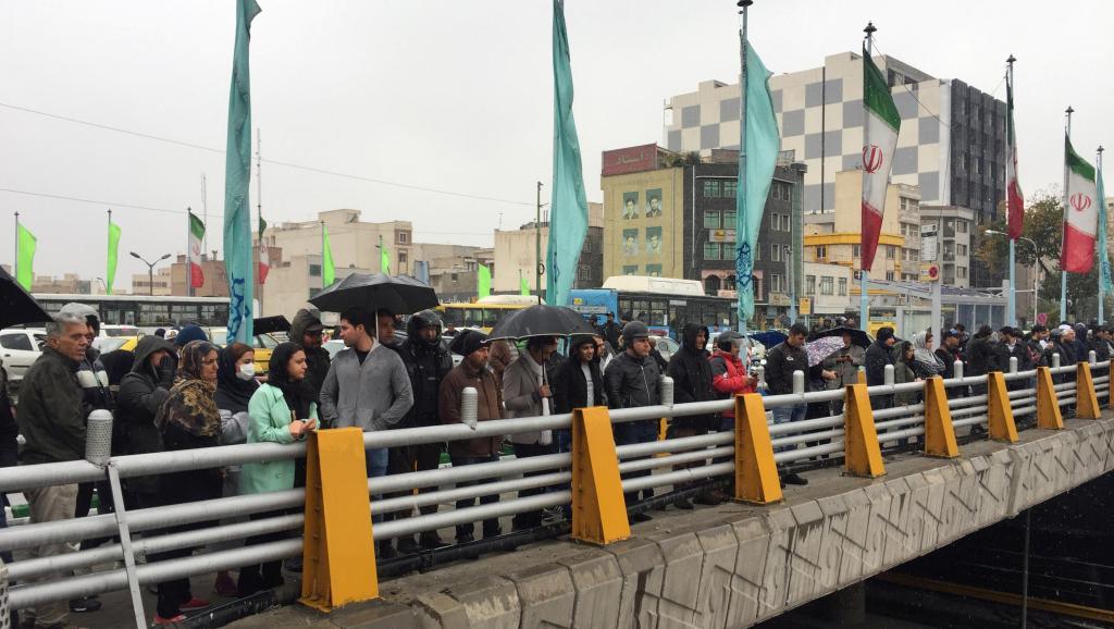 伊朗民众示威抗议上调汽油价格并施行配给