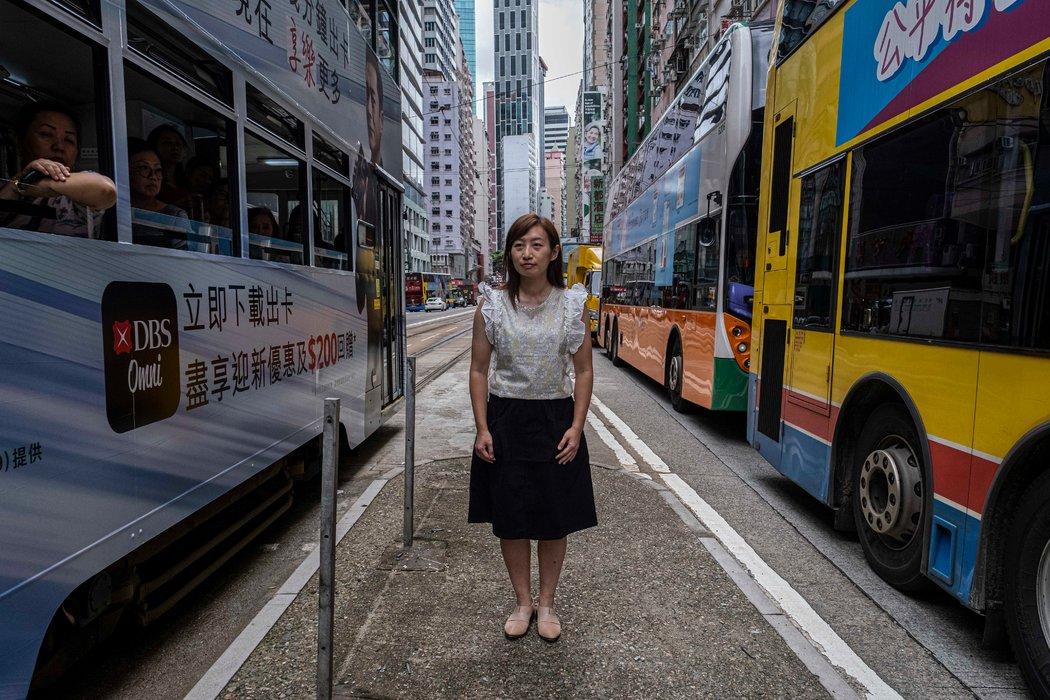九月,前警官邱汶珊在香港街頭。