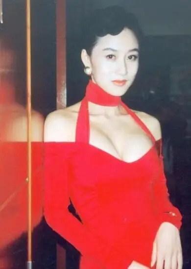 李连杰老婆利智近照曝光,58岁美艳依旧,气质高贵不输当年