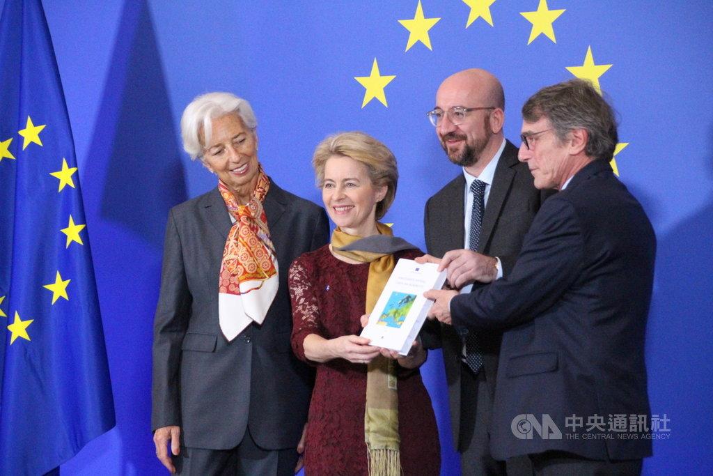 1日是里斯本條約生效10週年,歐洲中央銀行總裁拉加德(左起)、歐盟執委會主席范德賴恩、歐洲理事會主席米歇爾及歐洲議會議長薩索里4位歐盟機構領導人齊聚慶祝。 中央社記者唐佩君布魯塞爾攝 108年12月1日
