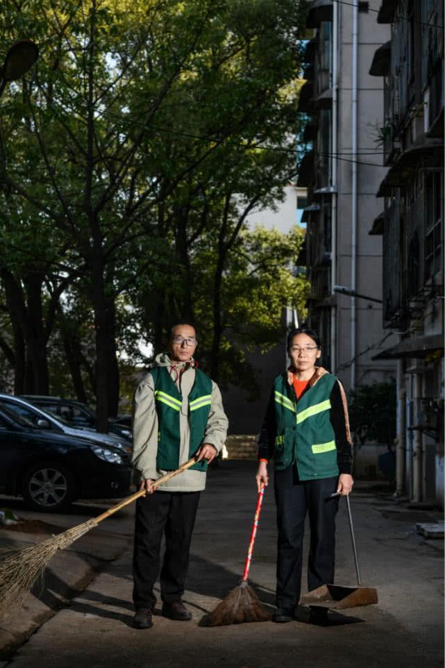 女大学生7年前失联,父母在学校当清洁工等了7年(图)
