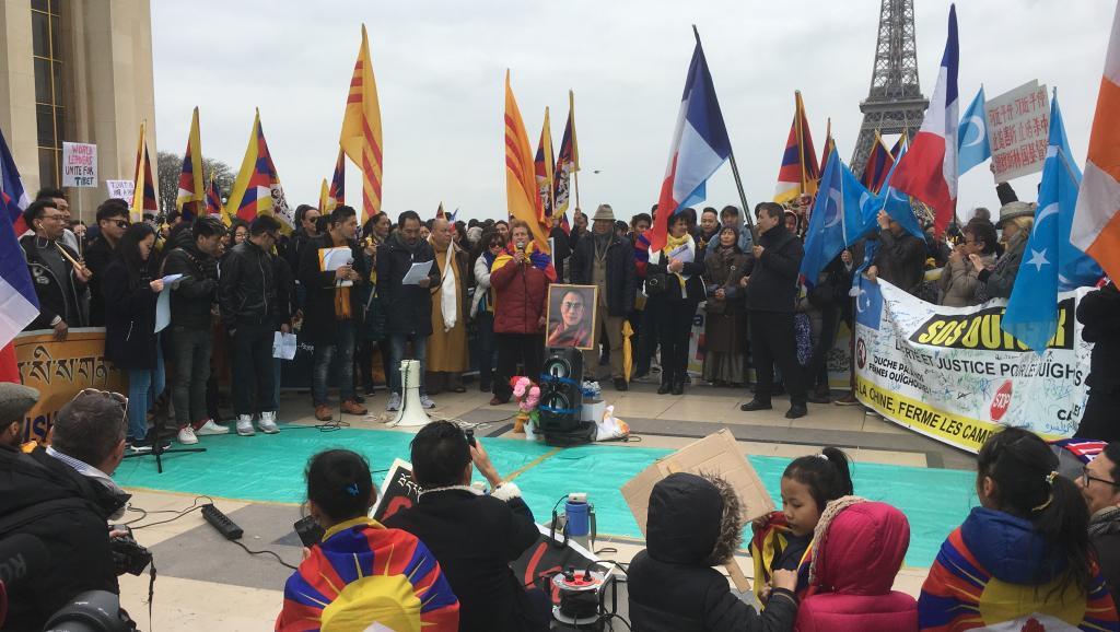 支持西藏,新疆的民眾在巴黎人權廣場遊行集會,2019年3月24日