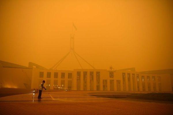 澳大利亚堪培拉浓烟锁城 联邦政府急忙移办公地点
