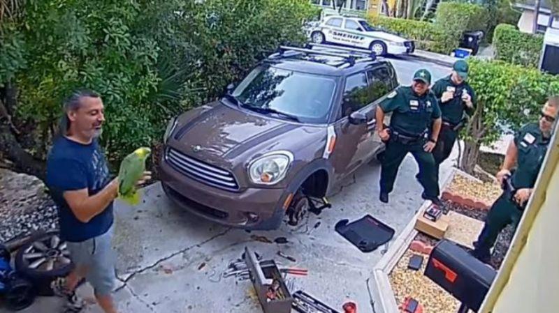 """邻居听到惨叫求救报案 警到场却没逮捕""""凶手"""""""