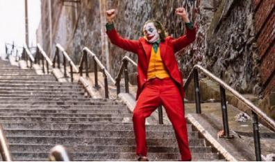 """刚得了金球奖的""""小丑"""" 却传来在国会大厦被捕的消息"""