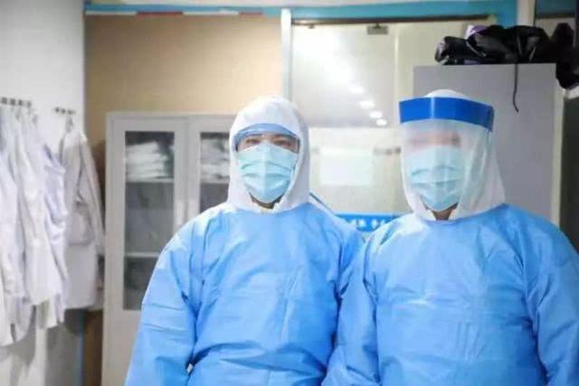 湖北医生口述:那张双肺全白的CT片,是我的(图)