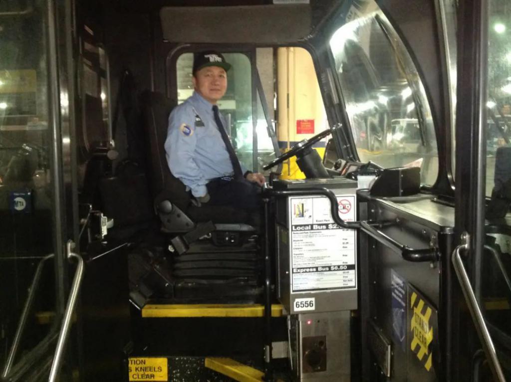 纽约华裔公车司机:5个月,136位同行死于新冠