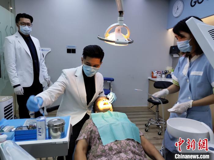 前偶像歌手在成都当牙医 曾在台湾红极一时