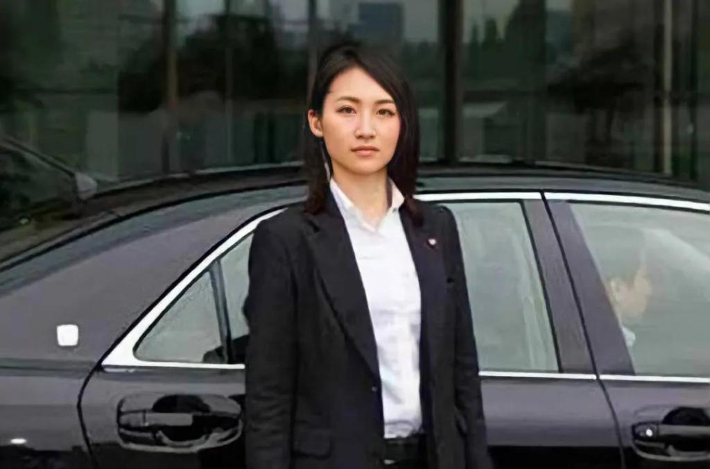 日本新晋女神,竟是首相保镖?徒手扳倒10名壮汉