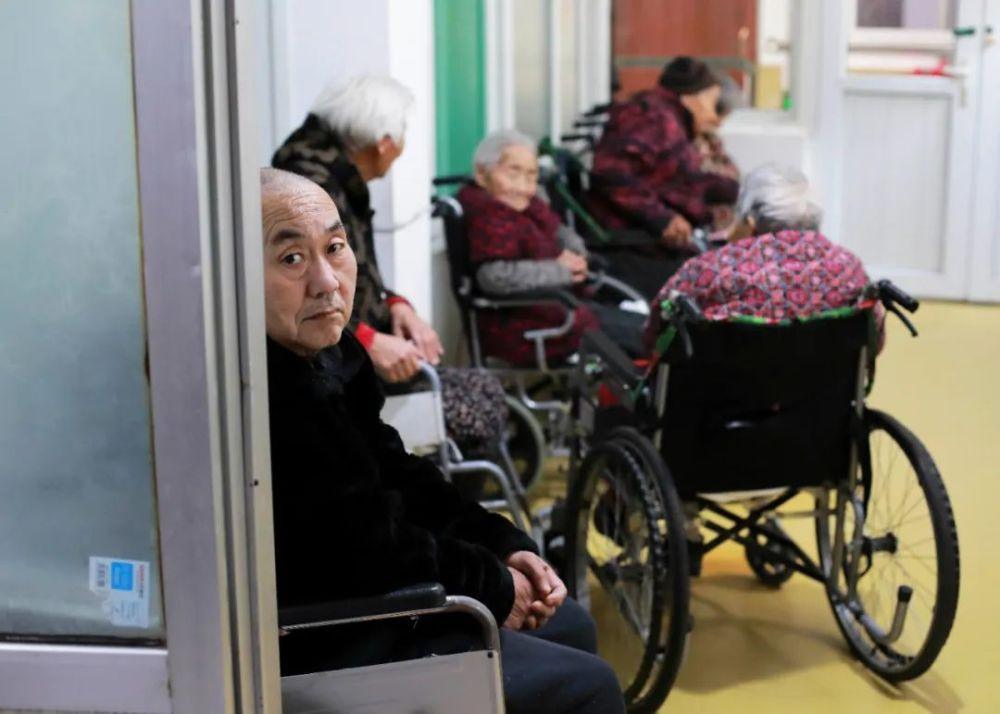 2.5亿片成人纸尿裤后的老年中国:爬五楼就漏尿