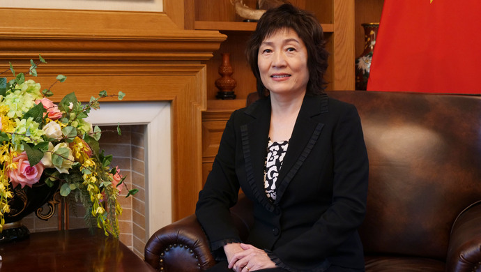 """女大使离任 被称""""北京美人"""" 毛泽东亲批她赴美学英语"""