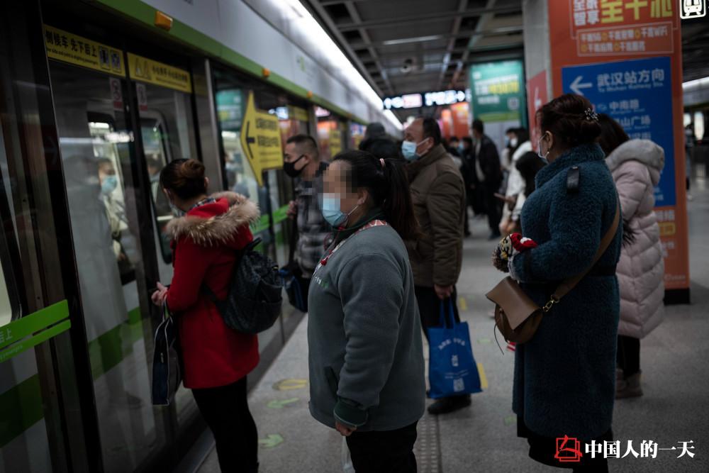 武汉解封一年后,有人怀念方舱医院,有人至今怕出门