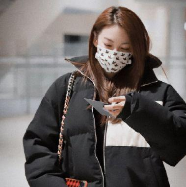 张雨绮与绯闻小男友录综艺 假装不认识害羞甜笑