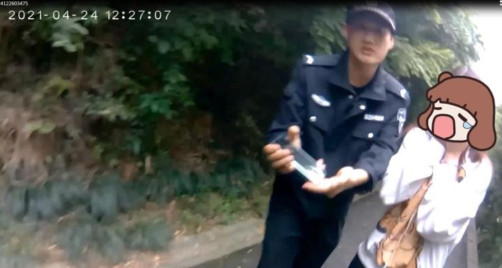 杭州姑娘打着电话跑进深山!被找到时崩溃大哭