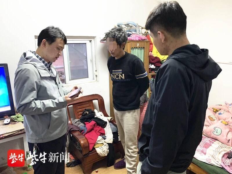 贵州一对男女狂偷50多个窨井盖 警方:性质己超简单盗窃