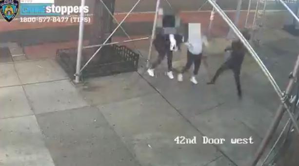纽约两亚裔女性被路人要求摘口罩,并遭锤子敲头