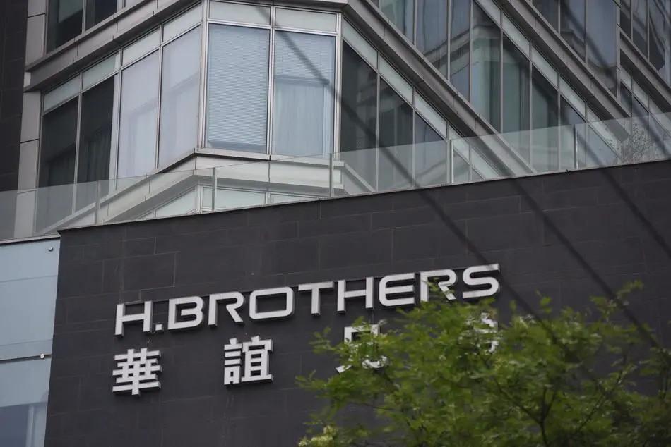 负债十几亿的华谊兄弟,只剩兄弟了
