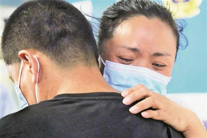 泪目!贵阳双胞胎姐弟失散 32 年,在深圳重逢