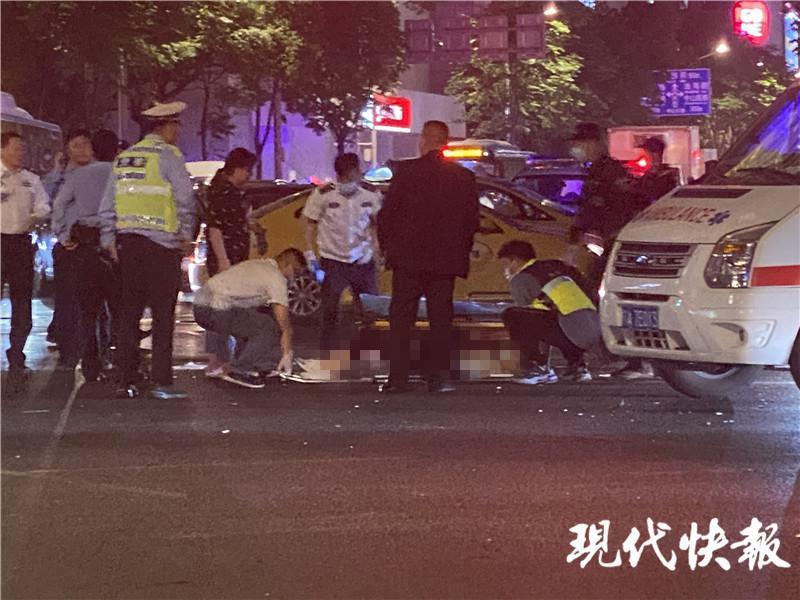 南京男子驾车撞倒并碾压前妻還刺伤群众,6人重傷
