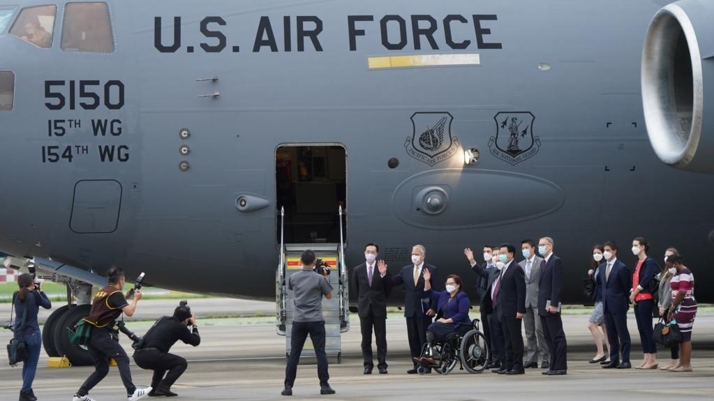 美军机载参议员访台 为何中国网民对北京发难?