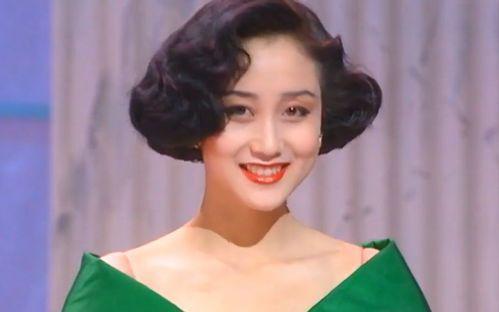 李连杰 18 岁女儿穿吊带裙秀身材 两姐妹肤色大不同