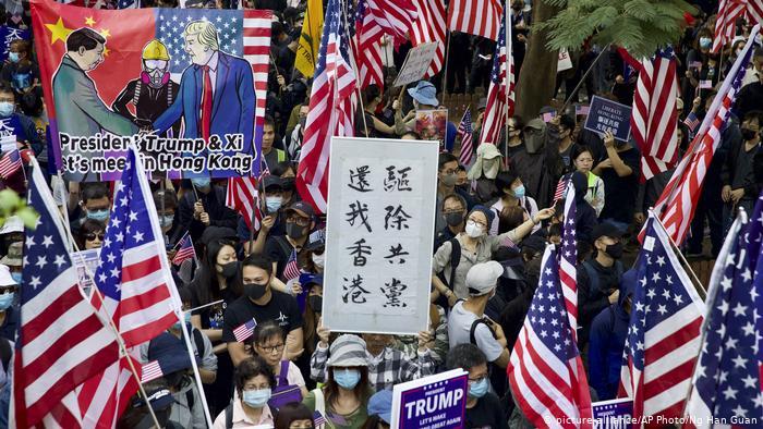 """街頭示威重返香港 """"感謝美國保護""""(圖)"""