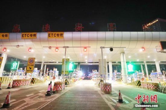 中国救护车为何不免高速通行费?交通部回应
