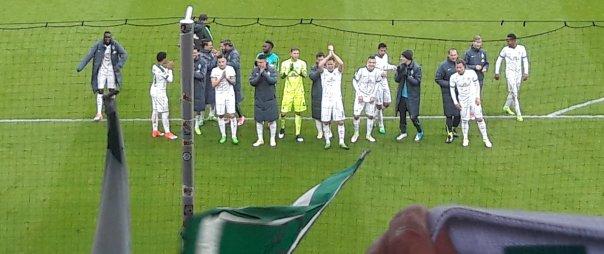 Die Mannschaft bedankt sich nach dem Spiel